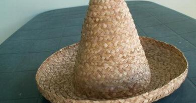 chapeau bakoua